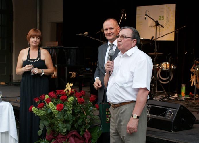 Uroczyste wręczenie odznaki PZN firmie Harpo podczas 25-lecia firmy.